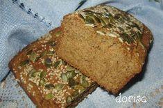 Výborný celozrnný chléb se semínky.