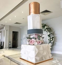 A highly decorative multi layer cake with a beautiful bouquet of pastel pink and cream flowers situated in the middle for an added special touch. A real showstopper fit for any newlyweds! Beautiful Cakes, Amazing Cakes, Events Uk, Modern Cakes, Cakes Today, Cream Flowers, Fashion Cakes, Wedding Cake Inspiration, Cupcake Cakes