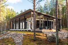 Modern Cabin in Finland Home Building Design, House Design, Country Modern Home, Off Grid House, Summer Cabins, Passive Solar Homes, Solar House, Swedish House, Best House Plans