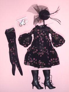 Ellowyne Wilde - Multiple Tears Outfit