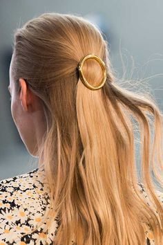 Spotted at Céline: Gold Hair Barrettes Celine Spring 2015 accessorized models' hair with gold barret Hair Barrettes, Hair Clips, Headband Hairstyles, Wedding Hairstyles, Gold Hair Accessories, Wedding Hair Pins, Hair Ornaments, Bridesmaid Hair, Hair Dos