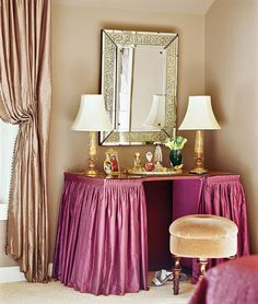 Pretty little kidney shaped dressing table. I want to try this on my ...