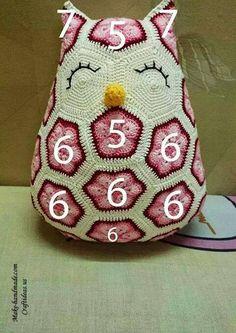 Amigurumi Crochet Owl Free Patterns Instructions Crochet cute owl of african hexagone Owl Crochet Pattern Free, Crochet Chart, Crochet Patterns Amigurumi, Crochet Motif, Diy Crochet, Crochet Dolls, Crochet Flowers, Owl Pillow Pattern, Free Pattern