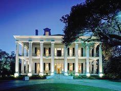 In search of the coolest southern towns? From Alabama to North Carolina, we rounded up America's coolest southern cities to visit right now. Southern Plantation Homes, Southern Mansions, Southern Plantations, Southern Homes, Plantation Houses, Country Homes, Beautiful Buildings, Beautiful Homes, Townhouse Exterior