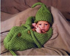 "Twinkies should have done this for newborn pics.""Two peas in a pod""--gotta remember for next babies! Newborn Pics, Newborn Pictures, Baby Photos, Baby Knitting Patterns, Crochet Patterns, Crafty Craft, Crafting, Photo Props, Photo Shoot"