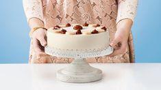 Hľadáte recept na tortu? Vyberte si na stránke kuchynalidla.sk recept Adriany Polákovej na skvelú banánovú tortu s karamelovo-smotanovým krémom.