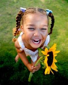 A smile and a sunflower, what could be better. Hand your little girl a flower and see what photos you can get! #togally #girl #photo