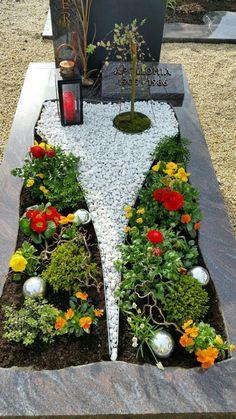 Grave planting in the spring Floristik Rezepte Allerheiligen 💐 Grave Flowers, Cemetery Flowers, Diy Flowers, Flower Vases, Flower Decorations, Flower Arrangements, Tv Decor, Vases Decor, Baby Room Wall Decals
