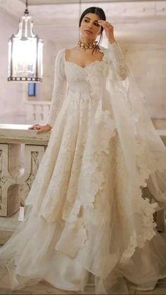 Outfit Designer, Designer Party Wear Dresses, Indian Designer Outfits, Party Dresses, Gown Party Wear, Desi Wedding Dresses, Pakistani Bridal Dresses, Pakistani Dress Design, Nikkah Dress
