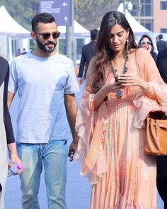Sonam Kapoor trying to make her relationship official with Anand Ahuja?