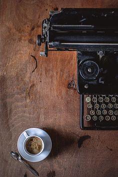 machine à écrire et café