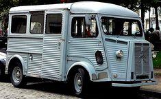 Le Citroen Type H, ce véhicule ancien et utilitaire fut produit de 1947 à 1981 avec quatres motorisations de 1.6 L à 1.9 L présentant des puissances de 35ch à 58ch, le Citroen Type H a été produit en 473289 exemplaires.