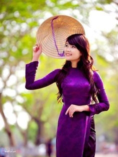 TRADITIONAL LONG DRESS   10% Off for every product in July! Start now! :) Long distance? Don't worry, we're shipping world wide!   By aodaihoanguyen.com