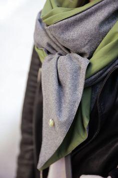 Schal aus feinstem Loden aus 100% Merinowolle. Das Schultertuch besticht durch ein angenehmes Tragegefühl. Das Dreieckstuch ist personalisierbar durch ein individuelles Monogramm und somit ein perfektes Geschenk. Passend zum modernen Outfit und zu Dirndl und Tracht.----- Shawl made from finest loden from 100% merinowool.  Scarf, shoulder scarf. Suitable to modern outfits and traditional clothes like dirndl. Perfect personalised Gift. #scarf #austriandesign #merinowool Moderne Outfits, Casual Outfits, Gift Ideas, Gifts, Fashion, Accessories, Special Gift For Boyfriend, Confident Woman, Dyeing Yarn
