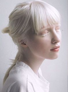 New white hair girl character inspiration drawings ideas Face Reference, Photo Reference, Portrait Inspiration, Character Inspiration, Modelo Albino, Cabelo Inspo, Pretty People, Beautiful People, Albino Model