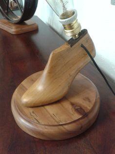 Lámpara retro fabricada a partir de horma de zapato.  Solo en Unik Vintage Furniture.