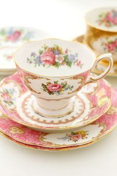 See more about tea cups, vintage china and bone china. Vintage Tea, Vintage Dishes, Vintage China, Tea Cup Set, My Cup Of Tea, Tea Cup Saucer, Tea Sets, Design Creation, Café Chocolate