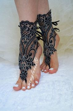 Black Beach wedding barefoot sandals by newgloves on Etsy Mode Hippie, Bare Foot Sandals, Beach Sandals, Bridal Sandals, Beach Shoes, French Lace, Sexy Feet, Belly Dance, Anklets