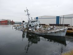 Former HMS Bronington Last of the Royal Navys Ton-Class Sinks Next to Dock in…