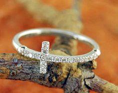 Promi-Style seitlich Cross Ring mit klare CZ von CristineLukas