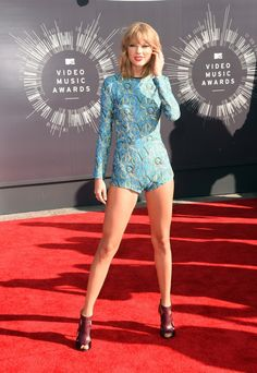 Taylor Swift Photos - Singer Taylor Swift attends the 2014 MTV Video Music Awards at The Forum on August 2014 in Inglewood, California. - Arrivals at the MTV Video Music Awards — Part 2 Taylor Swift Vma, Taylor Swift Single, Taylor Swift Outfits, Taylor Swift Pictures, Mtv Video Music Award, Music Awards, Mtv Music, Swift Photo, Mtv Videos