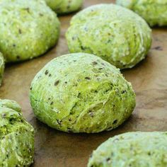 Whole grain spinach buns with flax seeds and sesame seeds Vegan Recipes, Snack Recipes, Cooking Recipes, Ma Baker, Food Inspiration, Love Food, Healthy Snacks, Sandwiches, Food Porn