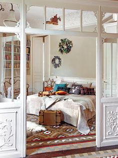Art Symphony: A splendid Spanish apartment. I love this bedroom! The ceiling and room divider are gorgeous! Dream Bedroom, Home Bedroom, Bedroom Decor, Bedroom Divider, Library Bedroom, Casual Bedroom, Wall Decor, Home Interior, Interior And Exterior