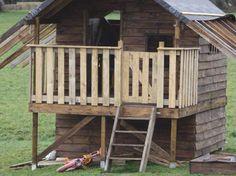 Cabane en bois de palettes - par Adeline sur le #CDB