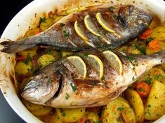 Dorada la cuptor - Dorada la cuptor Baked Trout, Trout Recipes, Romanian Food, Tasty, Yummy Food, Fish And Seafood, Food And Drink, Turkey, Cooking Recipes