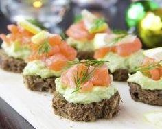 Get ready to whip up easy healthy snacks & appetizers with recipes from SkinnyMs. Our skinny appetizers and snacks are party favorites with a healthy twist. Healthy Appetizers, Appetizer Recipes, Holiday Appetizers, Salmon Y Aguacate, Avocado Creme, Avacado Toast, Cooking Recipes, Healthy Recipes, Simple Recipes