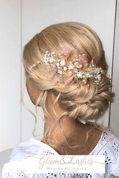 #laagopgestoken #bruidskapsel #bruidsmakeup #haaraccessoires #haarsieraad #sieraad Lashes, Bride, Photo And Video, Instagram, Fashion, Wedding Bride, Moda, Bridal, Fashion Styles