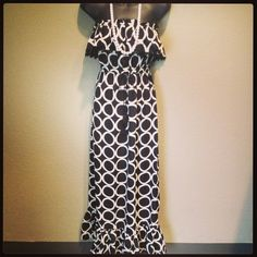 Part of our One and Only Monday 20%off sale! This is the last black and white Mudpie maxi left on the shelf! Pair it with any color necklace for a fun pop or a string of pearls to be classic! Size Large