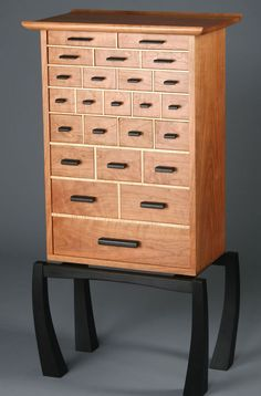 Spectrum: The Necessaries Chest - Mark Whitley Studio Studio Furniture, Fine Furniture, Furniture Projects, Furniture Decor, Wood Projects, Furniture Design, Woodworking Furniture, Fine Woodworking, Woodworking Projects