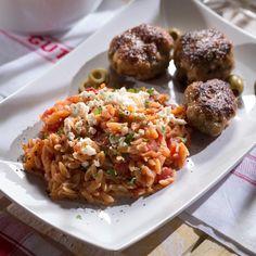 Kennen Sie Reisnudeln? Mit ihnen lassen sich tolle und vor allem unkomplizierte Gerichte zubereiten, z.B. Reisnudeln mit Fetakäse.
