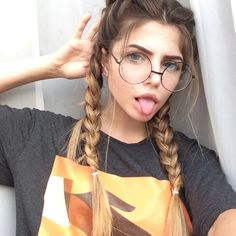 Girls with Magical Appearance - Inspired Beauty Tumblr Photography, Photography Poses, Cute Bun Hairstyles, Tumbrl Girls, Coiffure Hair, Cute Buns, Aesthetic Hair, Stylish Girl Pic, Girls With Glasses