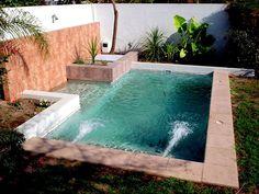 Gostou dessa piscina? Confira outros modelos que vão caber direitinho no seu quintal pequeno! https://www.homify.com.br/livros_de_ideias/1597088/