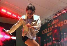 SANTO DOMINGO. Steffany Constanza, la joven cantante que con apenas 17 años de edad cerró el año con notas sobresalientes. Nacida en Constanza, Steffa...