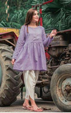 Pakistani Fancy Dresses, Pakistani Fashion Casual, Indian Fashion Dresses, Pakistani Dress Design, Girls Fashion Clothes, Pakistani Outfits, Pakistani Frocks, Fancy Dress Design, Stylish Dress Designs