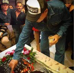 #SalmanKhan celebrates his father #SalimKhan's 80th birthday.