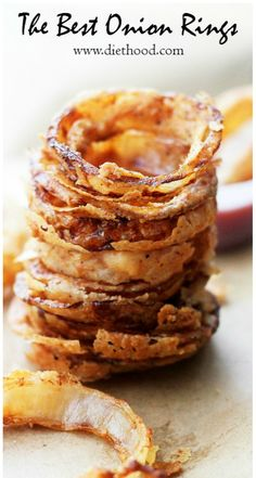 Onion Rings Recipe _ These delicious Onion Rings have been deemed THE BEST by everyone that has tried them! Dipped in a perfectly seasoned batter, they are incredibly tasty, super crunchy, and we can't get enough of them! I Love Food, Good Food, Yummy Food, Tapas, Appetizer Recipes, Appetizers, Great Recipes, Favorite Recipes, Yummy Eats