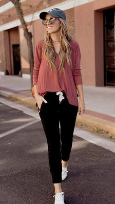 10 Athleisure and Loungewear Outfits To Copy Right Now Loungewear Outfits, Legging Outfits, Athleisure Outfits, Sporty Outfits, Cute Casual Outfits, Casual Dresses, Black Joggers Outfit, Women Joggers Outfit, Jogger Pants Outfit Dressy