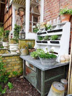 princessgreeneye: converted .............. Sun Garden, Garden Pots, Garden Sheds, Garden Tub, Outdoor Potting Bench, Potting Tables, Outdoor Projects, Garden Projects, Outdoor Decor
