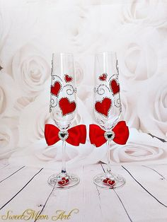 Red champagne glasses, red wedding flutes, red hearts champagne glasses, toasting flutes, hearts flutes, Toast Flutes Bride and Groom, Personalized wedding flutes, rhinestone flutes, Valentines Day flutes Set of 2 champagne flutes in Bohemian crystal. Perfect to celebrate Valentines