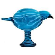 New York, Shanghai, Tokyo, Paris and Helsinki were the source of inspiration for designer Oiva Toikka, who gave the soul of the city to each bird. Each bird is limited to 200 pieces and only available Sculpture Art, Sculptures, Blown Glass Art, Glass Birds, Vintage Pottery, Source Of Inspiration, Glass Design, Bird Art, Amazing Art