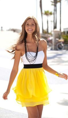I love the yellow and white and necklace all  goes perfectly together!!!!!!!!!