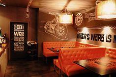 Bar pequeño con colores cálidos