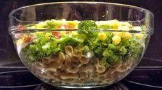 NIEBO NA JĘZYKACH: Sałatka z pełnoziarnistym makaronem, brokułami i s...