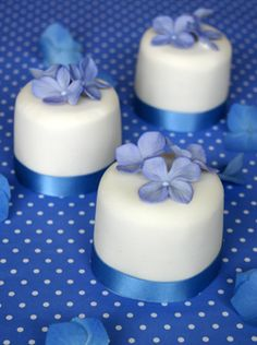 "small cakes ""blue hydrangeas"" via Peggy Porschen #blue #flowers #wedding #bride #bridal #shower"
