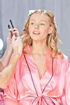 Get VS Angels' Beauty Secrets - Victoria's Secret Fashion Show: Behind the Scenes ft Frida Gustavsson