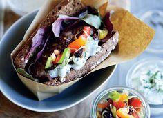 Hotdog på menuen? Denne kebab-hotdog med tzatziki smager bare så godt!